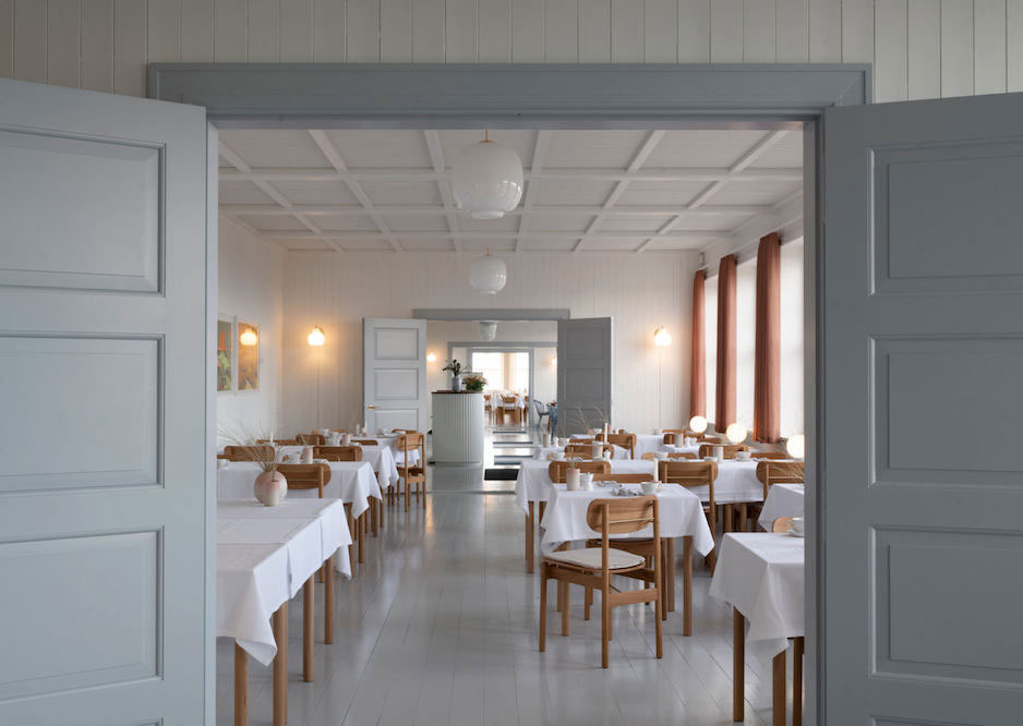 Svinkløv Badehotel: обновлённый интерьер отеля с интересной историей в Дании