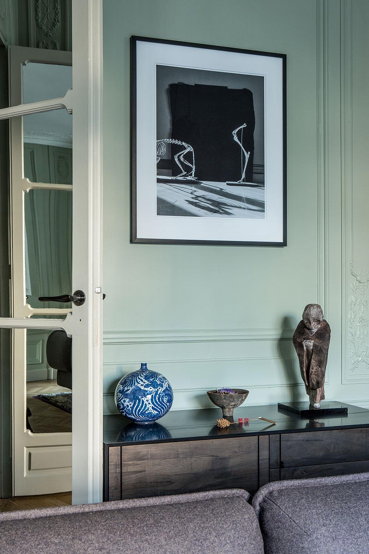 Восхитительные апартаменты в Париже в красивых оттенках зелёного