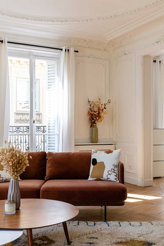 Красивая палитра в интерьере парижской квартиры (135 кв.м)