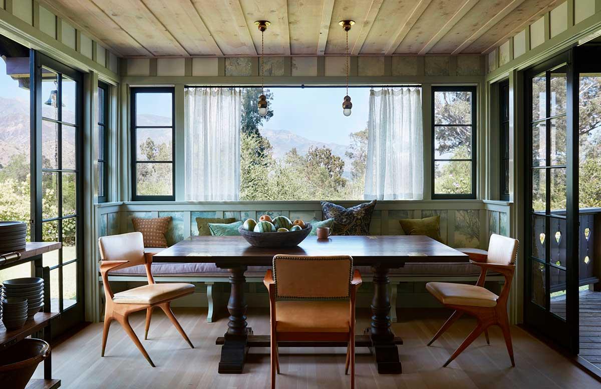 Атмосфера швейцарского шале и любовь к музыке: дом с видом на горы в Калифорнии