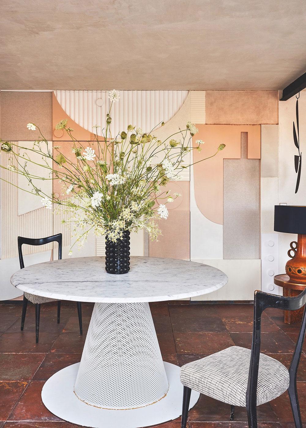 Мансардная квартира дизайнера с открытой террасой в Мадриде