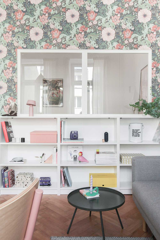 Сила цветов: нежная маленькая квартира девушки в Варшаве (44 кв. м)